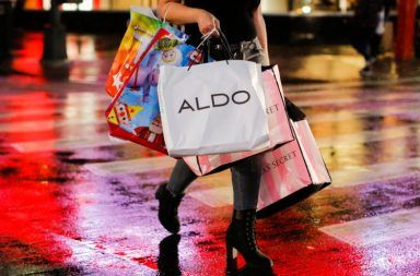 كيف يستخدم الويب «النمط المظلم» في خداعك لشراء أشياء لا تريدها مواقع التسوق عبر الإنترنت خداع الناس الشراء عبر المواقع الإلكترونية