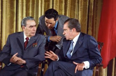 العلاقات بين الولايات المتحدة والاتحاد السوفيتي خلال فترة الحرب الباردة - هل كان هنالك تقارب في مختلف مراحلها؟ نجاحات التقارب وفشله في أثناء الحرب الباردة