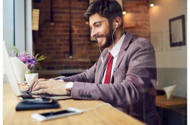 ما هي أفضل موسيقا لأداء عال في أثناء العمل؟ - البعض يحب الاستماع إلى الموسيقا في أثناء عمله لأن ذلك يحسّن أداءه - أثر الموسيقا على أداء بعض المهام