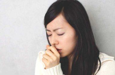 لماذا يتجمع المخاط في صدرك؟ - بعض الحالات التي تسبب تجمع المخاط في الصدر - هل يعني وجود المخاط في الصدر مشكلة صحية - الإفرازات المخاطية في الصدر