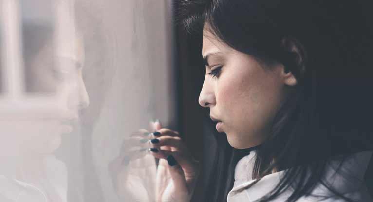 ما أسباب فقدان الإحساس باللذة ؟ لماذا قد يفقد بعض الأشخاص إحساسهم بلذة اهتمامهم بالنشاطات التي اعتادوا الاستمتاع بها؟ - فقدان اللذة الاجتماعية والجسدية