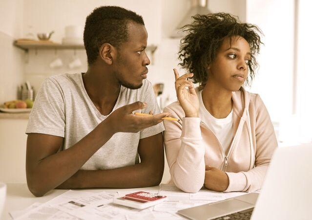 خمسة أمور تؤزم العلاقة بين الزوجين وتجرهم إلى الطلاق! إليكم الحل - انهيار العديد من العلاقات الزوجية - حل المشاكل بين الزوجين