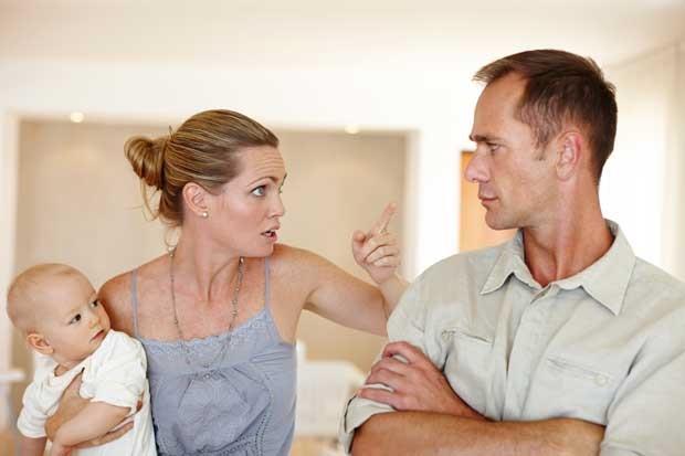 لماذا تتغير العلاقة الزوجية بعد إنجاب أول مولود؟ - الأساليب التي يتبعها بعض الآباء لتجاوز المصاعب المختلفة - تغير العلاقة الزوجية بعد الإنجاب