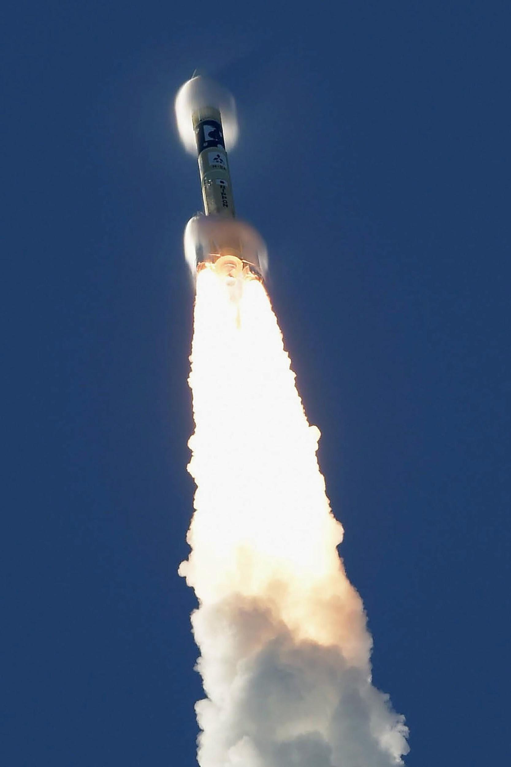 انطلاق صاروخ H-IIA مع مركبة كوكب المريخ الإماراتية هوب من مركز تانيغاشيما للفضاء في كاجوشيما، جنوب اليابان