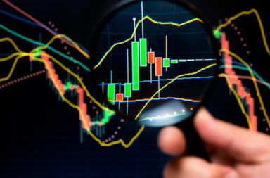 دراسة بيانات السوق السابقة مثل الأسعار وحجم التداول - التحليل التقني للأسهم وتوجهات السوق - أنماط المخططات و المؤشرات التقنية (الإحصائية)