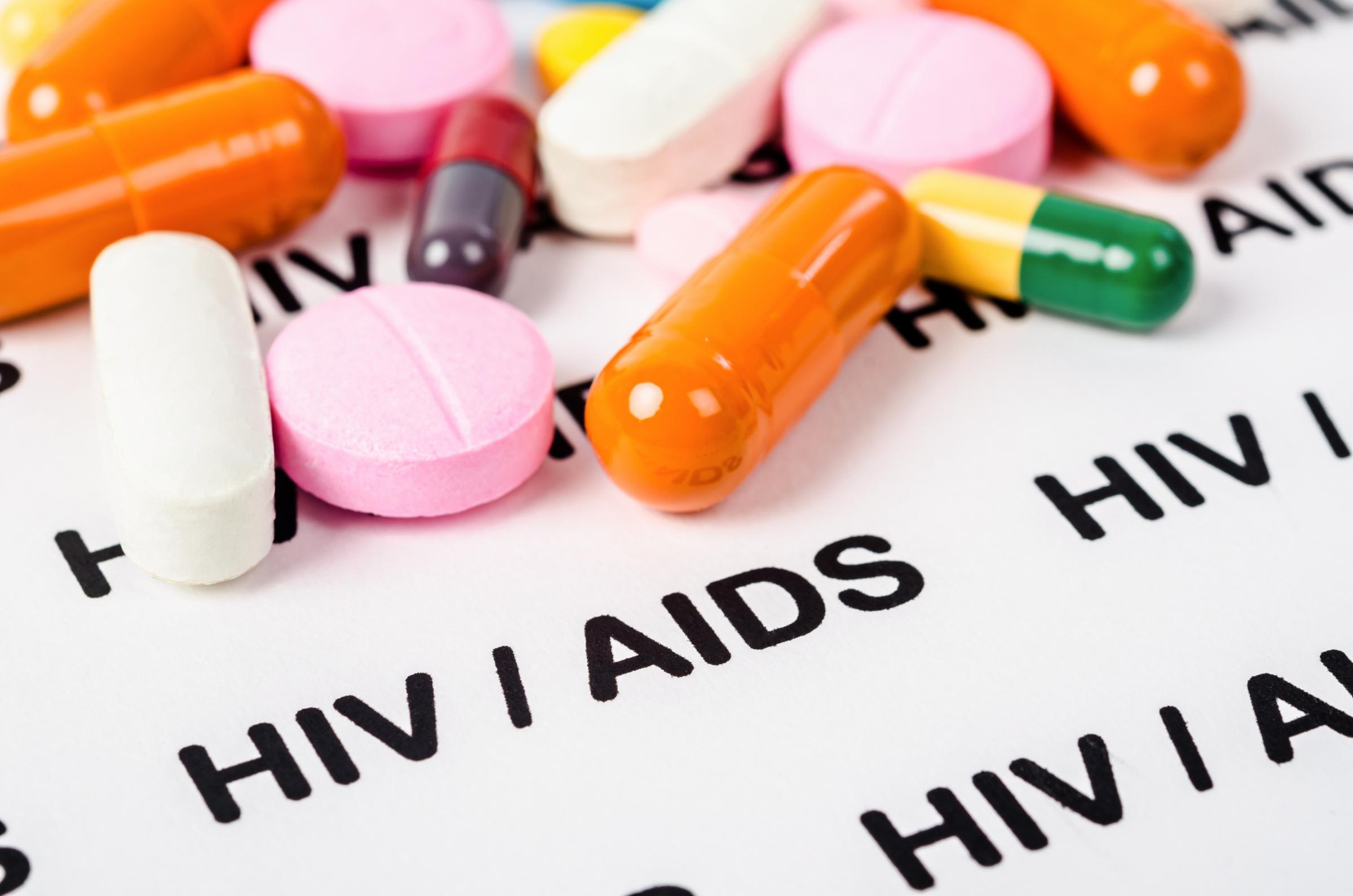 ما الفرق بين الإصابة بفيروس العوز المناعي البشري HIV ومرض الإيدز - يتسبب فيروس العوز المناعي بأضرار خطيرة في الجهاز المناعي