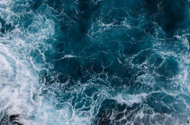 قبل 1.5 مليار عام كانت الأرض مليئة بالمحيطات دون أي قارات - الصفائح التكتونية - القارات - البلورات المعدنية لقشرة الأرض - الصهارة