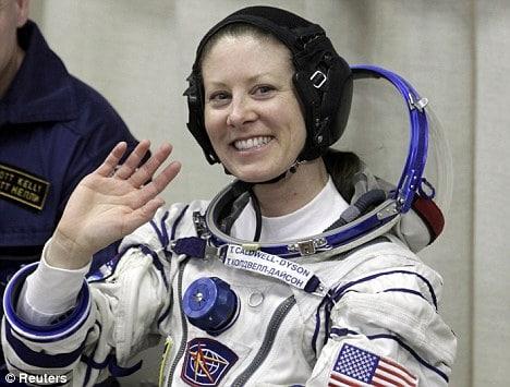 ماذا يحدث إذا بدأت دورتك الشهرية في الفضاء؟