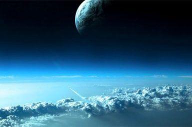 ما هي طبقة المتكور المتأين الأيونوسفيرالأيونات الذرات الجسيمات المشحونة كهربائيا طبقات الغلاف الجوي للأرض الأشعة فوق البنفسجية