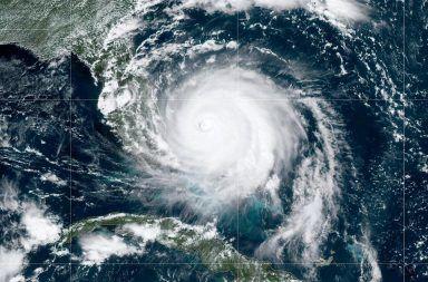 إليكم العلاقة بين ظاهرة إعصار دوريان وتغير المناخ الرابط بين تغير المناخ والأعاصير القوية مثل دوريان العواصف العنيفة بالطاقة