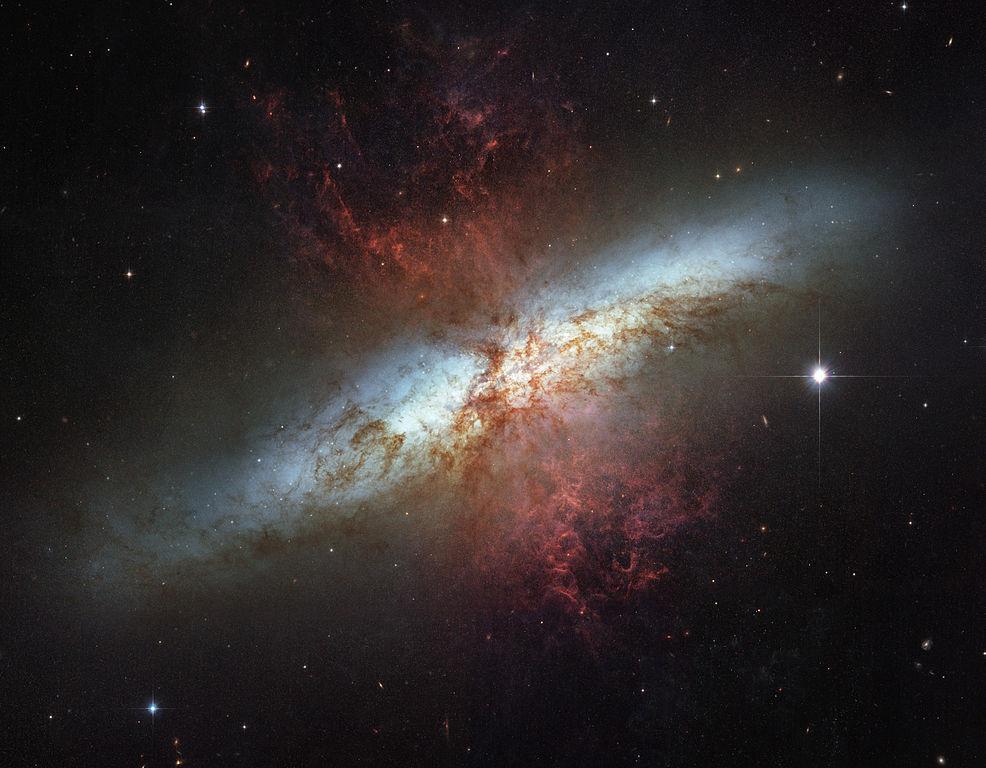 لماذا تختلف أشكال المجرات؟