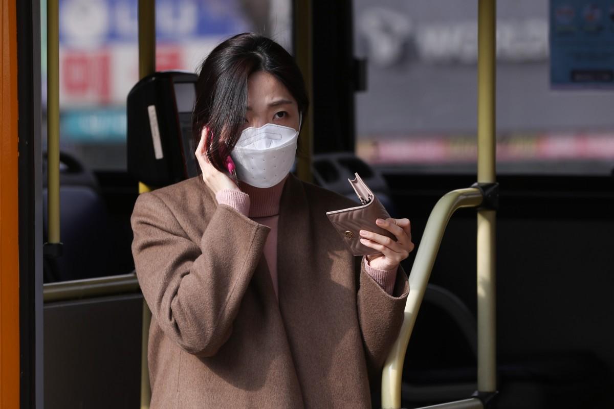 ارتداء الكمامة ليس تدبيرا وقائيا ناجعا ضد فيروس كورونا كوفيد-19، فما الحل؟