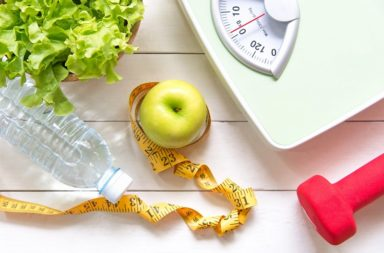هل التفاح صديق حمية تخفيف الوزن أم زيادة الوزن - الفوائد الصحية التي قدمها التفاح - أهمية التفاح من أجل فقدان الوزن - فوائد التفاح