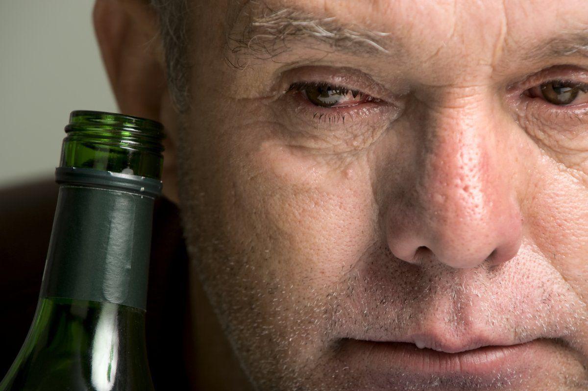 تأثير الكحول في تسارع وتيرة الشيخوخة