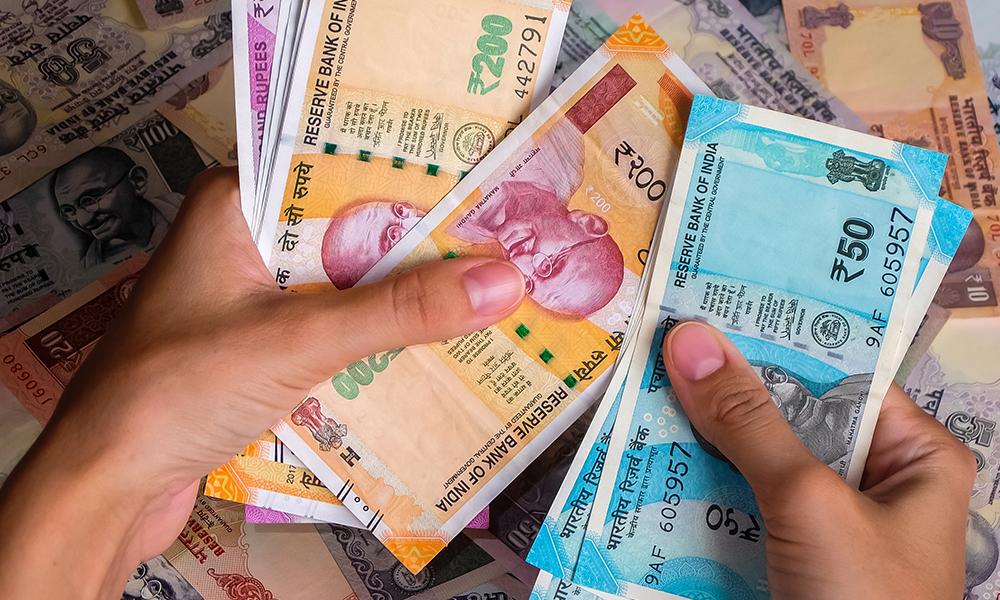نزع قيمة العملة - نزع قيمة العملة هو عملية تجريدها من شرعيتها القانونية - عملية التحويل النقدي - وسيلة التبادل المستخدمة في كافة المعاملات الاقتصادية
