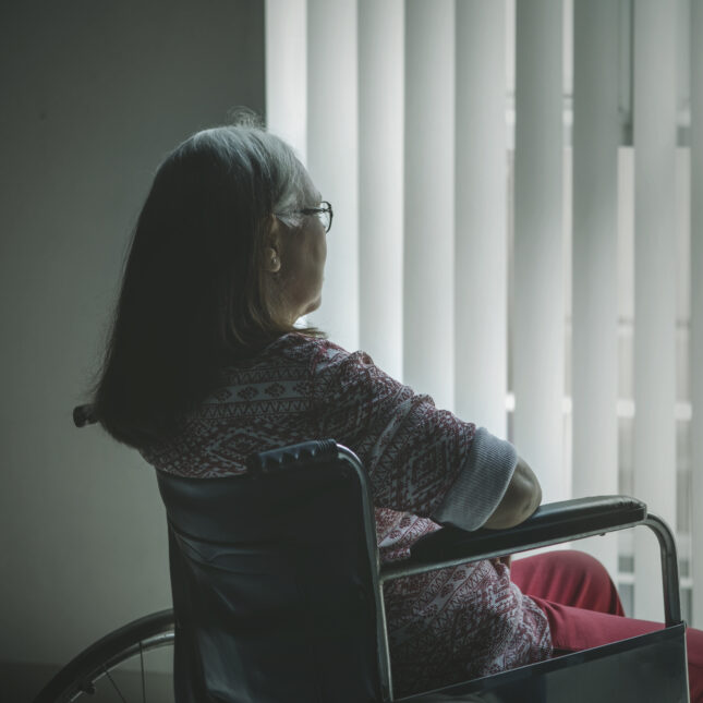ذوو البشرة السمراء أكثر عرضةً لخطر الإصابة بمرض ألزهايمر لماذا - المشاكل الصحية المرتبطة بأصحاب البشرة السوداء - اختلاف في العوامل الاجتماعية بين العرقين
