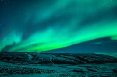 المجال المغناطيسي الأرضي يتغير بوتيرة تفوق توقعاتنا - الحقل المغناطيسي الأرضي أحد خطوط الدفاع الرئيسية عن كوكب الأرض في مواجهة الأشعة الكونية وأشعة الشمس