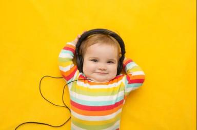 هل يزيد تعلم الأطفال للموسيقى من مستوى ذكائهم - تشجيع الطفل على عزف آلة موسيقية ما أو الاستماع إلى نمط معين من الموسيقى - تدريب الطفل على العزف