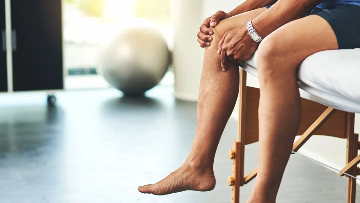 ألم المفاصل.. الأسباب والعلاج - إصابة أو التهاب مفصلي - أعراض الفصال العظمي - تمزق الأربطة أو كسر عظام المفصل - آلام المفاصل