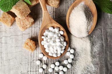 هل يجب علينا استبدال كل السكر بالمحليات الصناعية؟ أم توجد عوامل أخرى يجب أخذها في الحسبان؟ هل المحليات الصناعية صحية أكثر من السكر؟ إليك ما يعتقده الخبراء