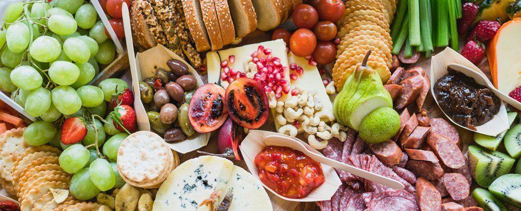 بعض الطرق المثبتة علميًا لمعرفة إذا ما انتهت صلاحية الطعام أم لا