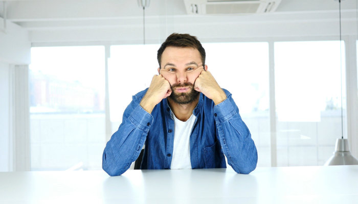 هل يعد الشعور بالملل مشكلة نفسية تستلزم التشخيص والعلاج - المشاعر الشائعة التي تنتاب العديد من الناس - فقدان الرضا عن نشاط معين وعدم الاهتمام به