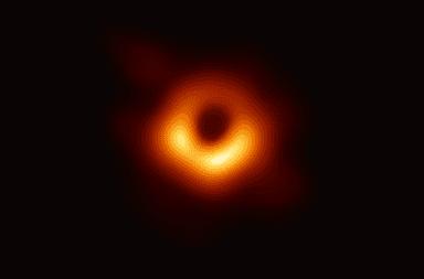 أول صورة حقيقية للثقب الأسود