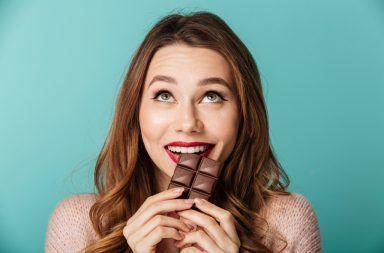 لماذا نعشق الشوكولاتة علم النفس وعلم الأعصاب كميات كبيرة من الغلوكوز السكر الرغبة الشديدة في تناول الشوكولا استجابة الدوبامين والنمط السلوكي