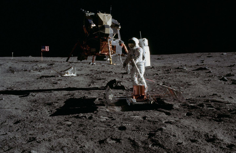 لمن تعود ملكية القمر ؟