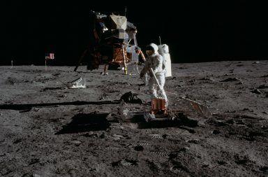 لمن تعود ملكية القمر هل القمر مستعمرة أمريكية هل يحق لأمريكا امتلاك القمر من يمتلك القمر هل تستطيع أي دولة الذهاب إلى سطح القمر