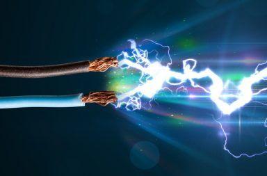 ما هو التيار الكهربائي الكهرباء الساكنة المولدات البطاريات خلايا الوقود الخلايا الشمسية الطاقة الكهربائية حركة الإلكترونات