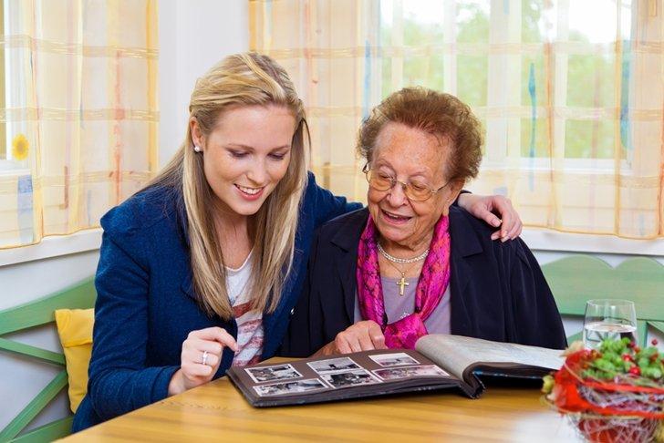 التذكر والنسيان عند مرضى الشيخوخة: ما الطبيعي وما غير الطبيعي؟