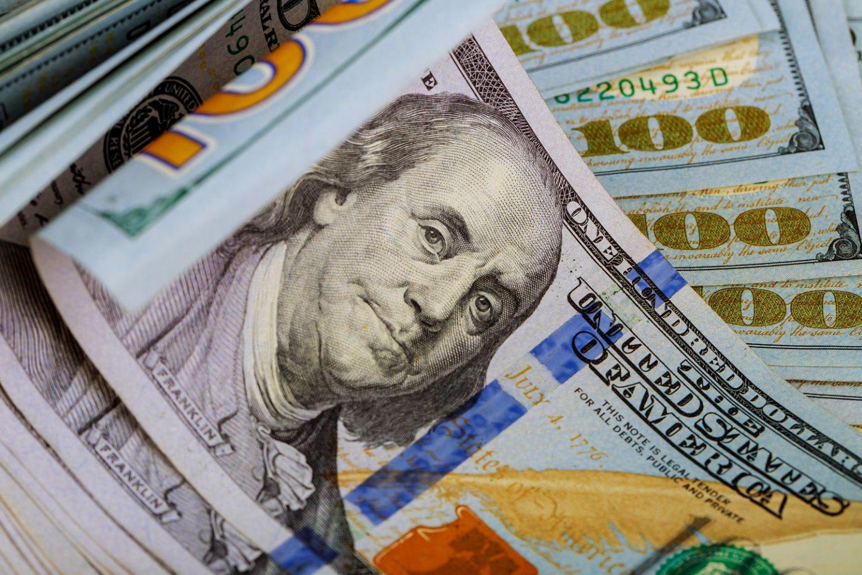 ما القيمة التي تحملها العملات الورقية؟