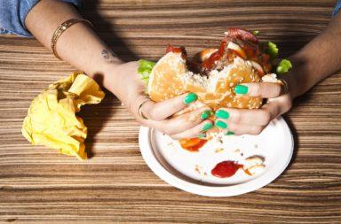 أخطاء تؤثر في مستوى الكولسترول في جسمك حاول تجنبها - علاقة المستويات غير الصحية من الكوليسترول في الدم بأمراض القلب والشرايين