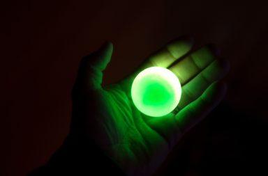 تجربة كيميائية تنتج ألمع مادة فلورية على الإطلاق - مادة جديدة تحافظ على الخصائص الضوئية للأصباغ الفلورية - الأصباغ الفلورية