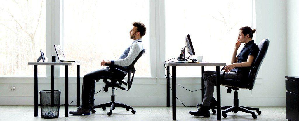 هل يؤثر تصفح الانترنت أثناء دوام العمل على إنتاجيتك؟ دراسة تدحض كل الخرافات