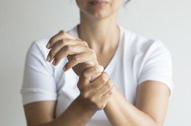 أسباب متلازمة النفق الرسغي علاج متلازمة النفق الرسغي الأسباب والأعراض والتشخيص والعلاج العصب الناصف في الرسغ راحة اليد الأصابع
