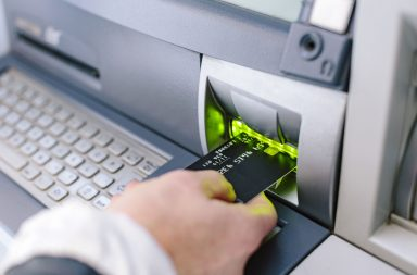 كشط بطاقة الائتمان - نوع من أنواع التلاعب على البطاقات - سرق معلومات بطاقتك الائتمانية بما في ذلك رقم البطاقة ورمز الـ CVV أو PIN