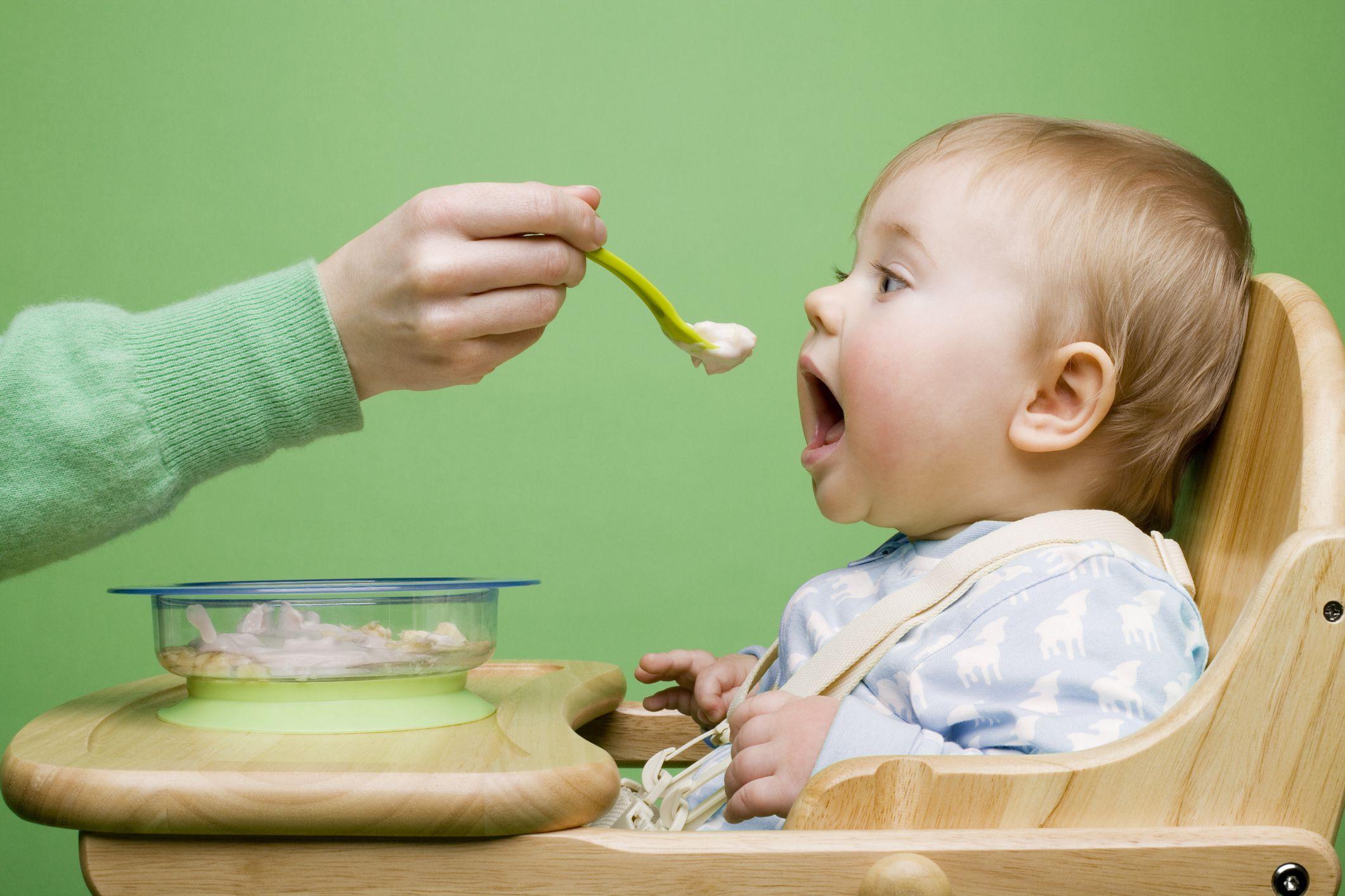 تناول الأطعمة الصلبة مبكرًا يعرض الرضع لمشكلات صحية مستقبلًا - مستويات الجراثيم المعوية ومنتجاتها الثانوية - الأحماض الدهنية قصيرة السلسلة