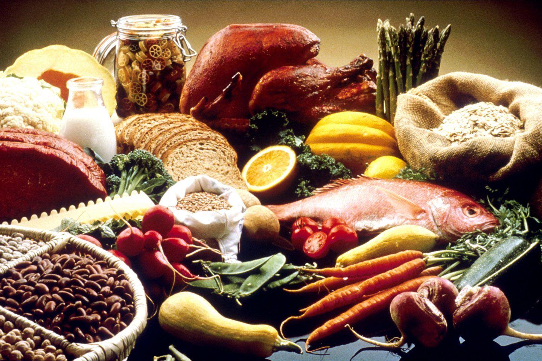 ما هي الأطعمة التي تتداخل وتؤثر على فاعلية الأدوية؟
