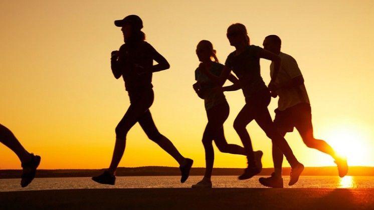 أيهما أفضل، ممارسة الرياضة بشكل فردي أو مع الأصدقاء؟