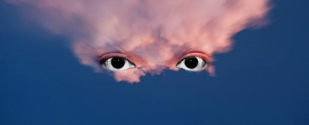إحدى عشرة حالة مرضية قد تسبب لك الهلوسة - يمكن أن تدخل في حالة هلوسة عندما ترى أو تشعر أو تسمع أو تشم أو تتذوق أشياء غير موجودة