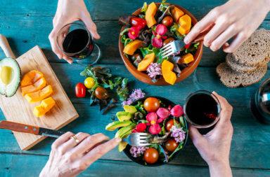 لماذا يعد الخضريون أكثر عرضة للإصابة بالكسور العظمية - انخفاض كميات الكالسيوم والبروتين لدى الخضريين - مؤشر كتلة الجسم - الكسور العظمية