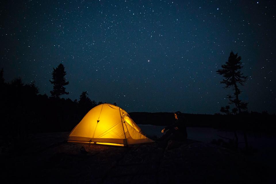 ماذا لو لم يكن هناك نجوم - جسيمات النيترينو - سحب ضخمة من الغبار والغاز الساخن - سحابة من الغبار بين النجوم سميكة وباردة بما يكفي لحجب ضوئها الداخلي