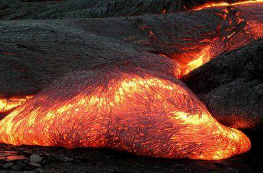 أنواع الصخور النارية كيف تتكون الصخور النارية البازلت الجرانيت الحمم البركانية القشرة القارية القشرة المحيطية الصهارة صخور البلوتون