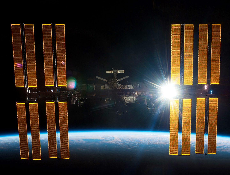 كيف يتواصل البشر على محطة الفضاء الدولية ؟