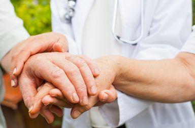 الرعاش مجهول السبب أسباب الرعاش مجهول السبب الأسباب والأعراض والتشخيص والعلاج الجلطة الدماغية حاصرات بيتا ضغط الدم المرتفع