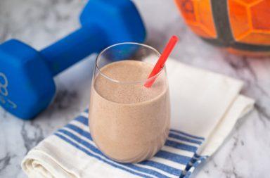 هل أنت حقًّا في حاجة إلى مخفوق البروتين بعد التمرين؟ إليك رأي العلم - استخدام المكملات الغذائية - العناية بالصحة واللياقة البدنية