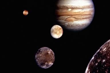 ما السبب وراء امتلاك المشتري عديدًا من الأقمار مقابل قمر واحد فقط للأرض؟ لم للمشتري 79 قمرًا وللأرض قمر واحد؟ أقمار المشتري