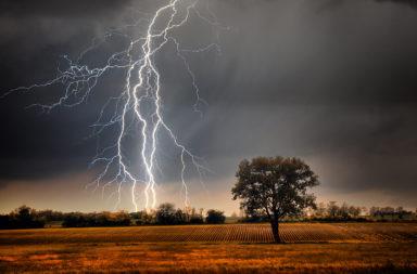 هذا ما كشفته نتائج التحليل المفاجئة - الشحنات الكهربية غير المرئية المنتشرة حول صواعق البرق - العواصف الرعدية - الغازات الدفيئة